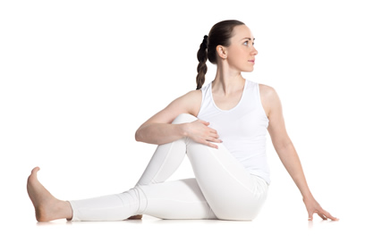 Ardha Matsyendrasana o torsión columna vertebral